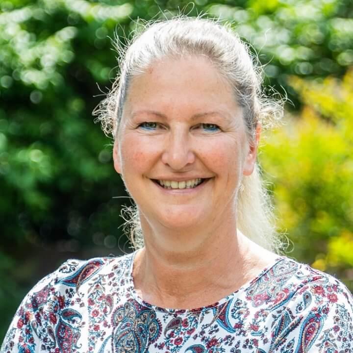 Positiv abheben Sandra Gertzen Unternehmensberatung Personalgewinnung Portrait 2021 1024 768